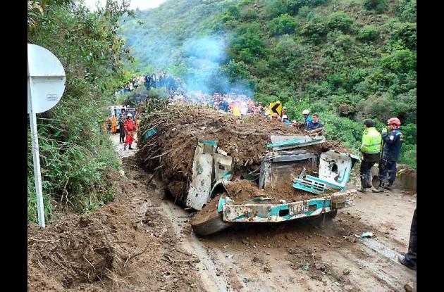 Un total de seis personas fallecieron atrapadas en el bus de la empresa Comulser