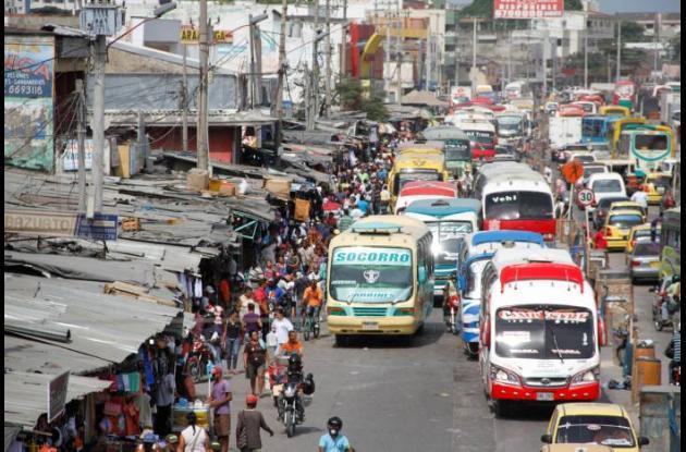 Buses y busetas del transporte público siguen generando quejas.