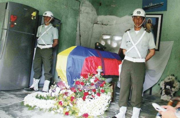 El féretro con los restos del patrullero llegaron ayer en la tarde a Cartagena,