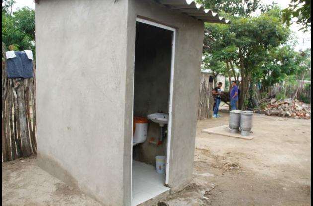 Unas 20 familias pobres se beneficiaron con la construcción de sus baños