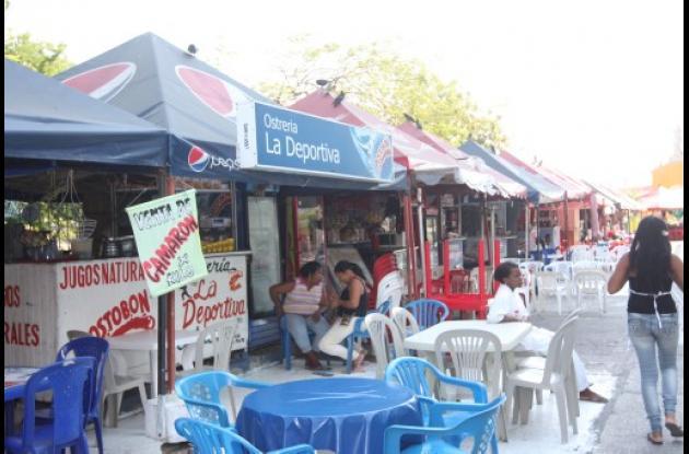 Vendedores del coctéles en el Parque del Centenerio de Cartagena.