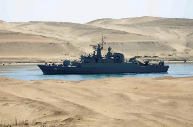Dos buques de guerra iraníes cruzan canal de Suez.