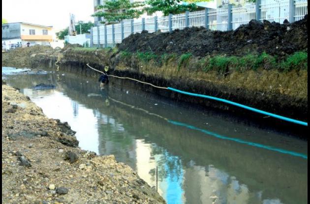 Secretaría de Infraestructura asume la limpieza de canales en Cartagena.