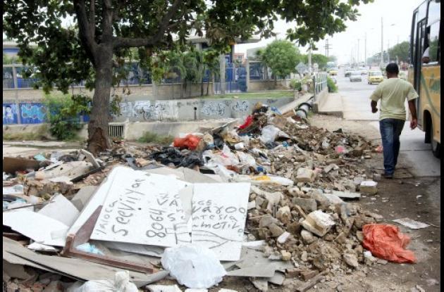 Canal de San Pedro se convierte en basurero.