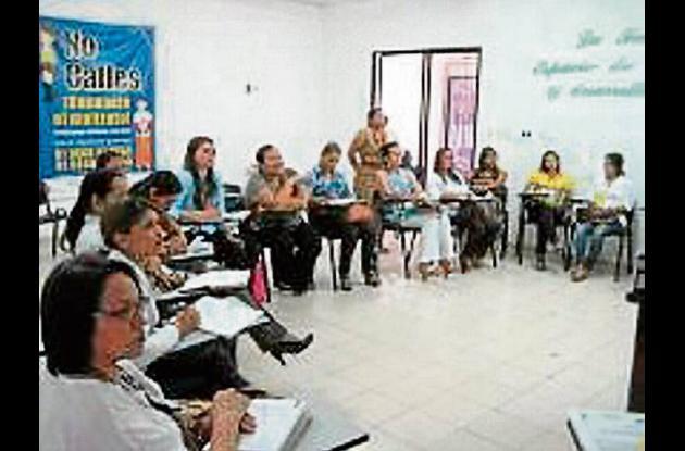 Capacitación a funcionarios de Comisaría de Familia en Córdoba.