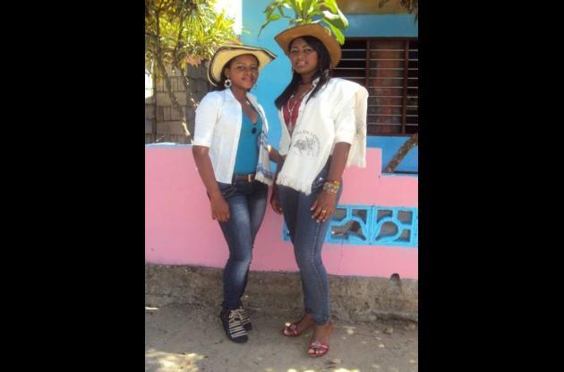 Laura Cristina Hernández y Merly Ledesma Herrera, capitana y reina de las fiesta