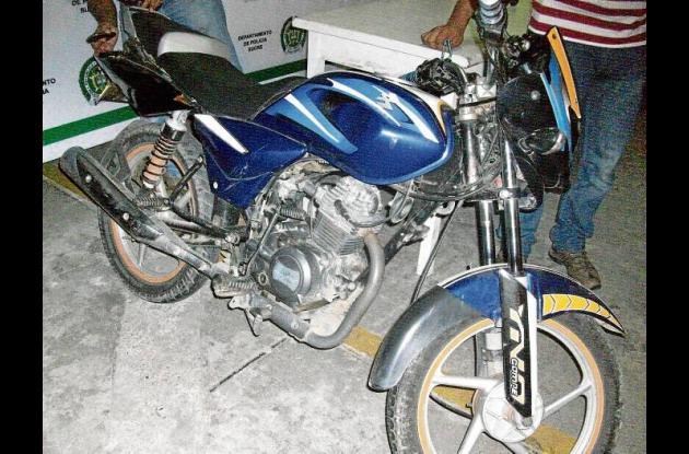La motocicleta marca Bajaj línea Platino de placa FMN 62B, que inmovilizada.