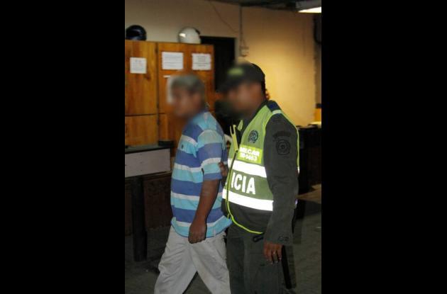 Luego de atracar un bus fue perseguido por los uniformados quienes le dieron cap