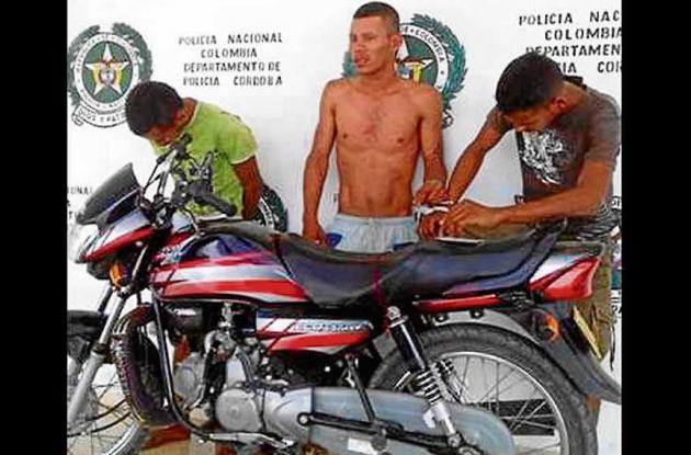 Tres capturados por hurtar una motocicleta.
