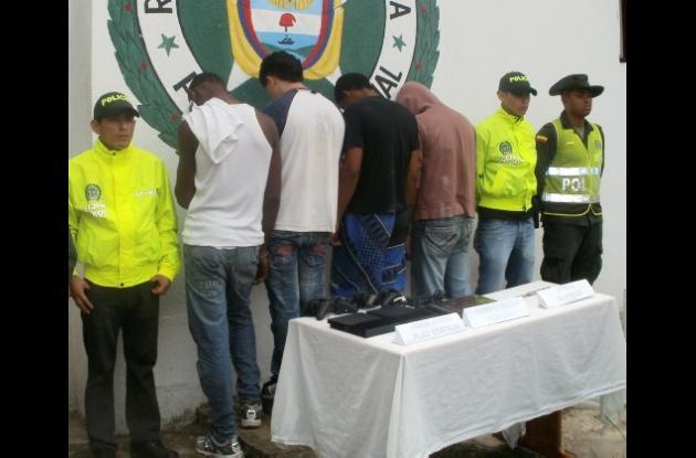 En Arjona fueron capturados cuatro jóvenes con edades entre los 18 y 23 años.