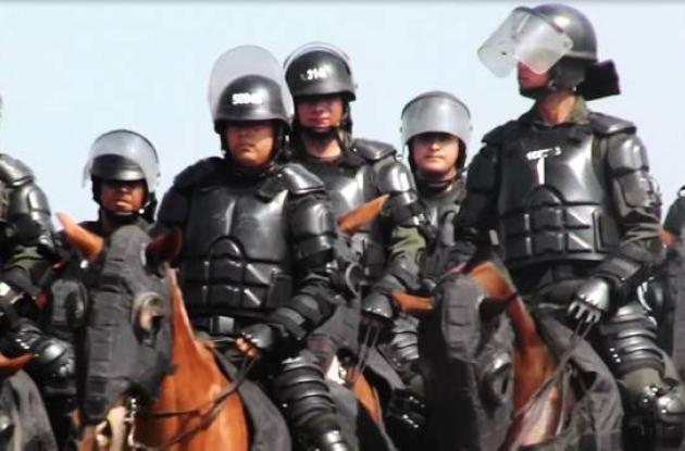 Este es uno de los trajes especiales de los Carabineros antidisturbios.