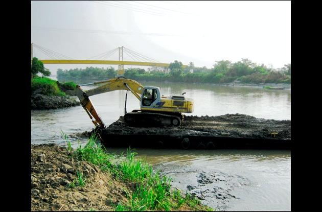 Obras de dragado en  Canal del Dique, en cercanías del corregimiento de Gambote