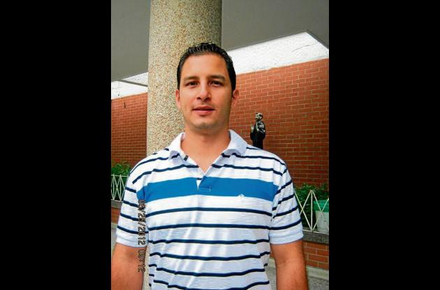 Carlos Reyes, tercera base.