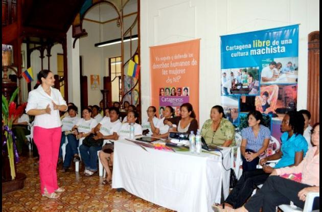 Carolina del León, coordinadora de la Oficina de Mujer del Distrito.