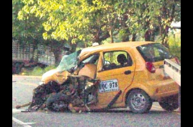 accidente protagonizado por un taxi y un camión