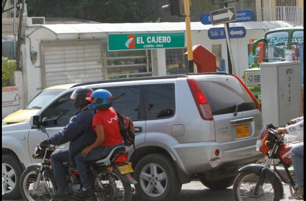 Carros en contravía en Cartagena