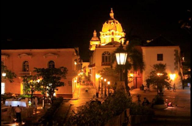 Vista de noche en el Centro de Cartagena de Indias.