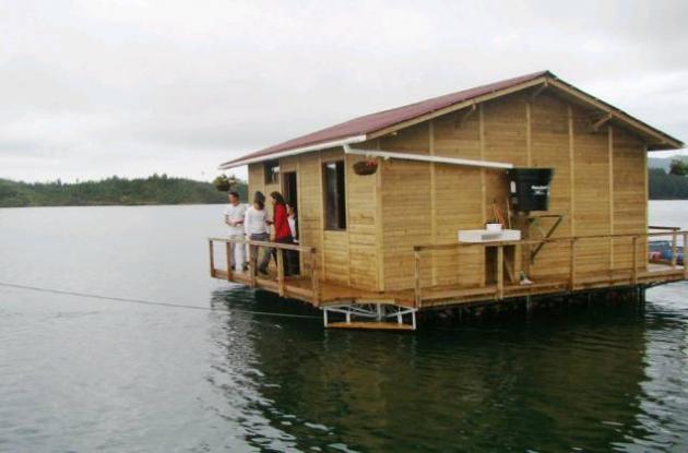 Profesionales colombianos construyen prototipo de casa flotante.