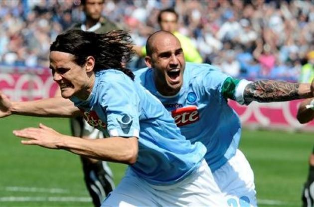 Edinson Cavani marcó 3 con los que su equipo, Napoli, ganó al Lazio.