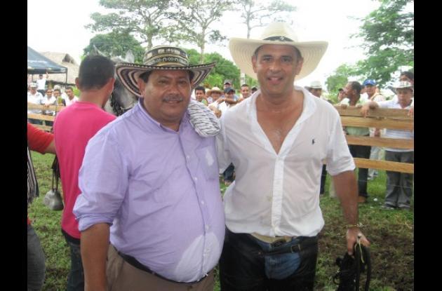 Emiro Ortiz, organizador del evento deportivo,  acompañado de Julio César Aldana