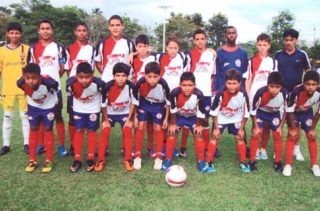 Jugadores y cuerpo técnico del equipo Pase Sport
