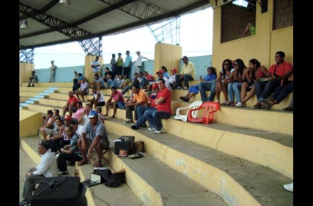 La afición de Lorica  y San Antero vibra con el béisbol juvenil