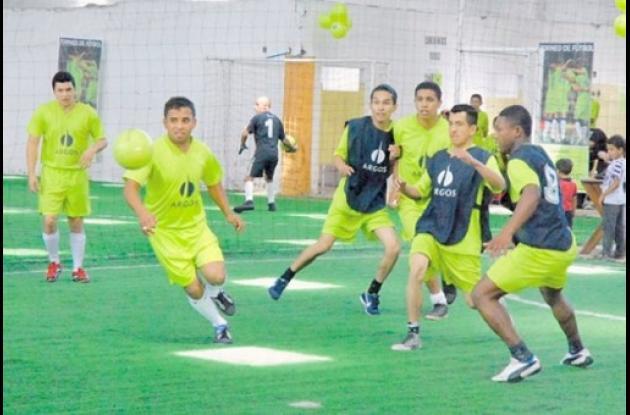 rueda el balón en la Copa Argos de Futsala