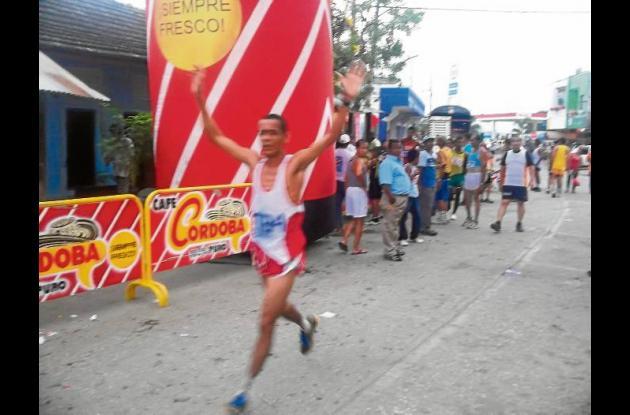 atletas en la Carrera Navideña en Montería.