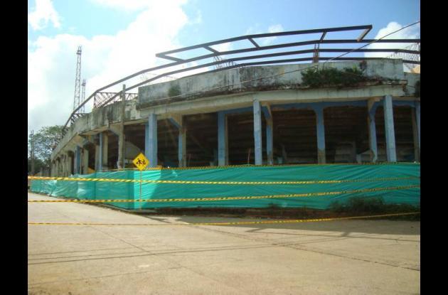 La demolición del estadio comenzó en septiembre de 2011, también con atrasos.