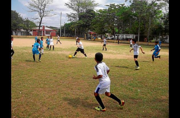 Vibrantes partidos se disputaron en la cancha del barrio Buenavista