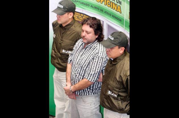 """Alirio de Jesús Rendón Hurtado, alias """"el Cebollero"""" (centro)."""