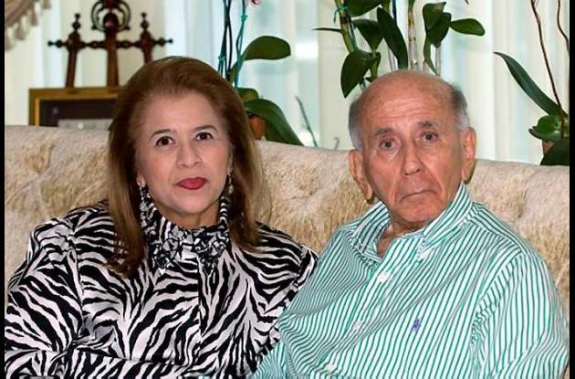 El también fallecido ex presidente de Venezuela Carlos Andrés Pérez y Cecilia Ma