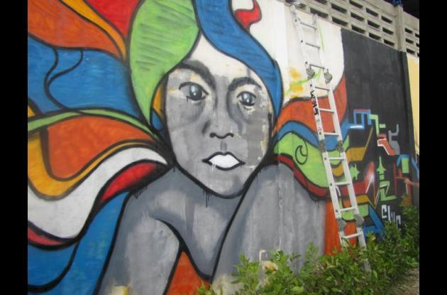 Jóvenes grafiteros hicieron homenaje a la artista cartagenera Cecilia Porras.