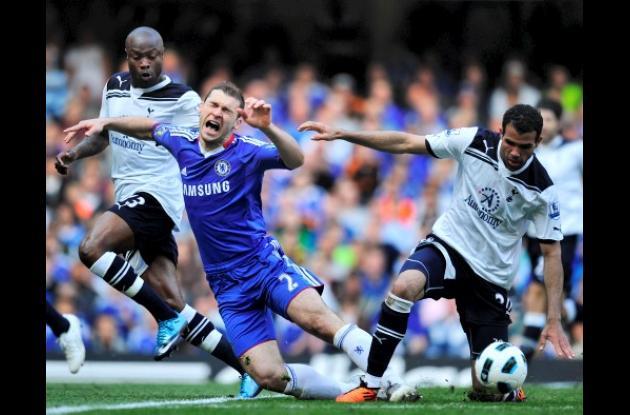 La derrota aleja al Tottenham del Manchester City, que juega el domingo y que oc