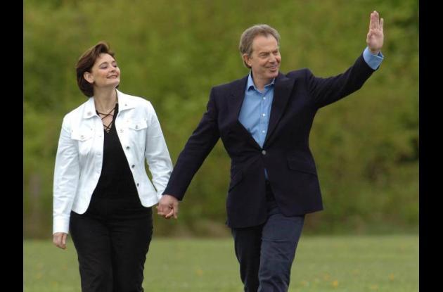 El exprimer ministro británico Tony Blair y su esposa Cherie Blair.