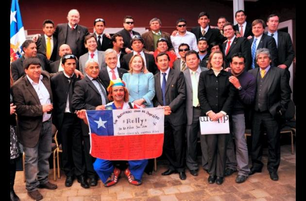 Mineros de Chile recuerdan primer año de derrumbe de minas.