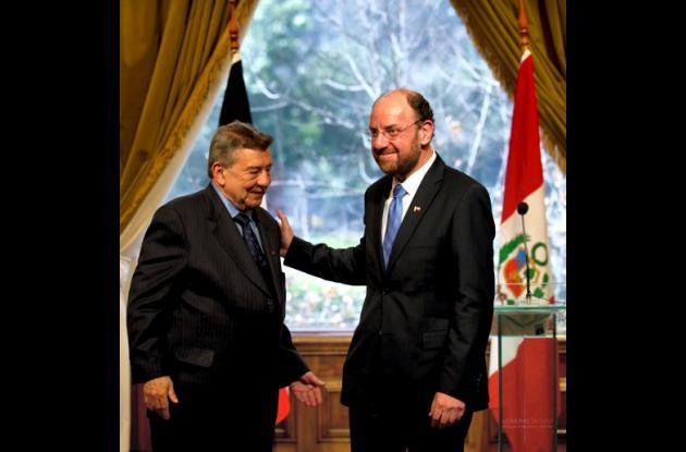 El canciller de Perú Rafael Roncagliolo y Alfredo Moreno, canciller de Chile