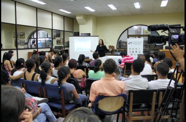 Conversatorio con Claudia Ayola.