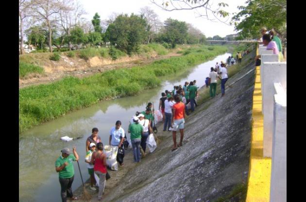 300 personas trabajaron en la jornada de limpieza