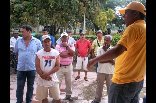 Reunión con la comunidad para socializar obras