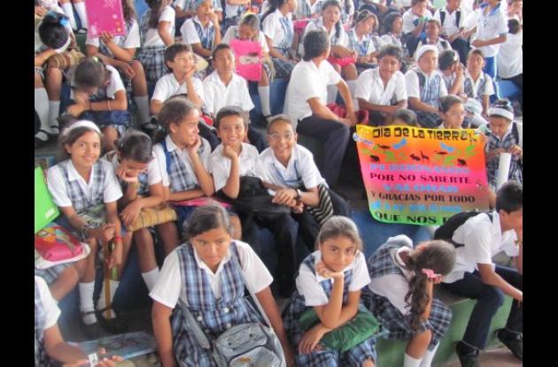 Los estudiantes discutieron temas del medio ambiente.