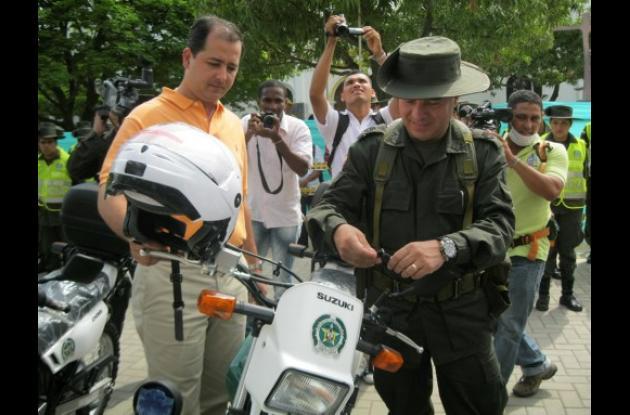 entrega de 18 motos a la Policía de Montería