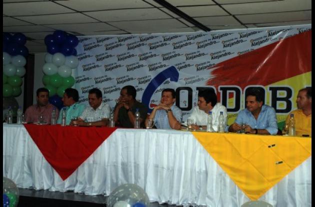 El candidato Alejandro Lyons acompañado de los congresistas de la U