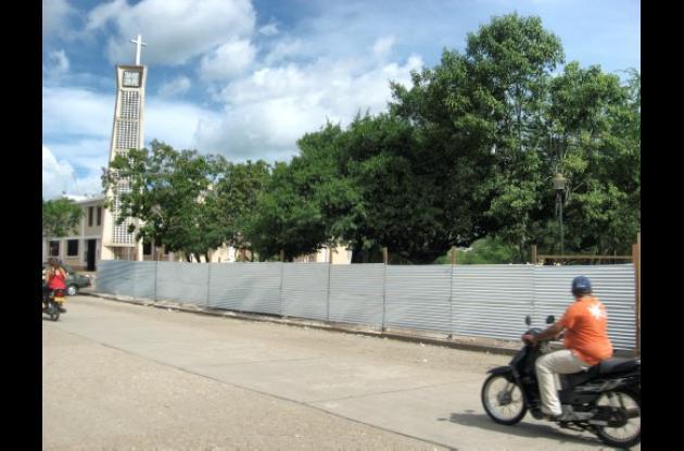 Empezó la remodelación de los parques centrales de Sahagún.