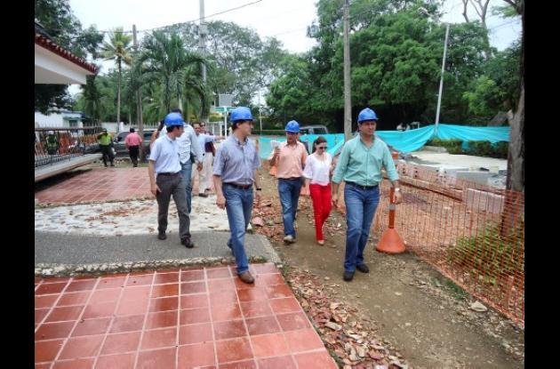 El alcalde Marcos Pineda y funcionarios de Planeación