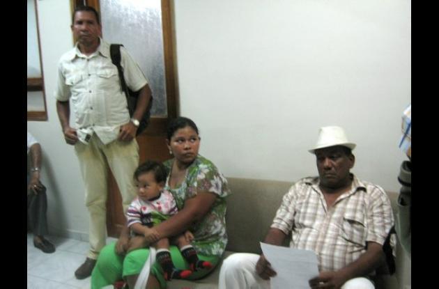 Los  trabajadores afectados ayer en la Gobernación.