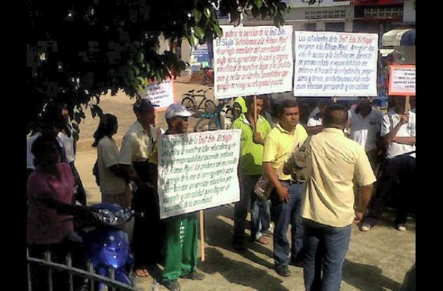 Estudiantes, profesores y padres de familia protestaron.