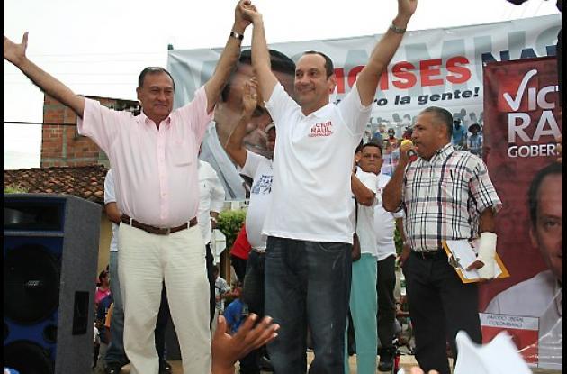 El exalcalde Moisés Náder Restrepo con el aspirante Víctor Raúl Oyola.