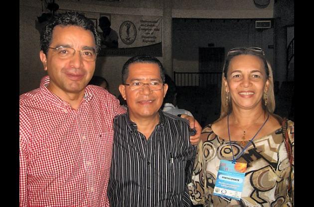 Fernando Vásquez, Rudy Doria, coordinador del evento, y la docente Mariela Pérez