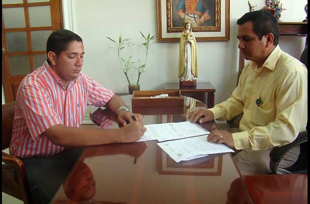 El encargado Terry Pretelt se posesionó ante el gobernador (e), Róger Montes